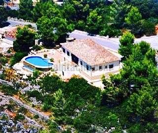 Casa en Ll�ber. Bargain price villa Urb el collado,12