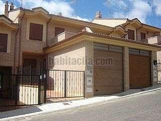 Casa adosada en Benavente. Casa sin estrenar Calle carmona,24