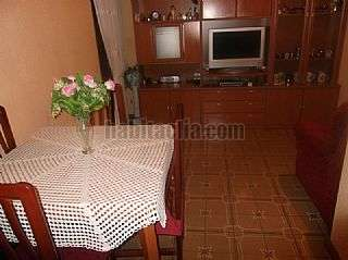 Piso en Hospitalet de Llobregat (L�), Florida. Piso en buen estado, cocina reformada. C/islas canarias,3